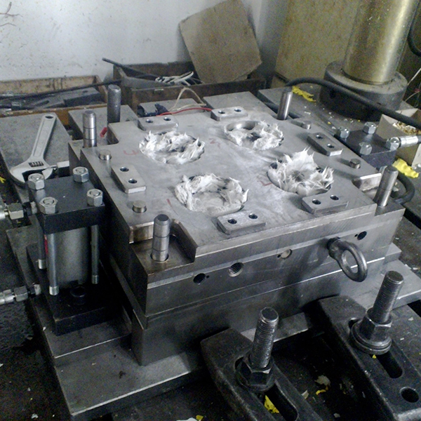 SMC compression mould 01